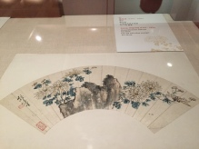 Xiong Jingxing (1791-1856), Chrysanthemums and rock, Fan, ink and colour on paper